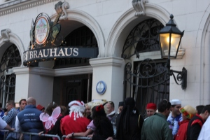 A line stretching out the door of Peters Brauhaus, a popular brewery. We didn´t even try to go in.