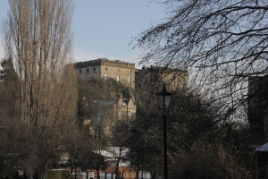 This large castle overlooks the city of Nottingham.
